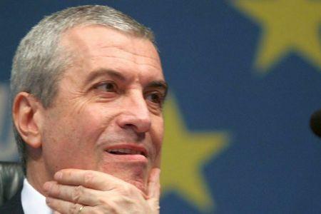 Tariceanu explica cu AROGANTA MAXIMA de ce s-a bagat in fata la Permise: Noi, alesii, avem alte preocupari, nu putem sta la coada!