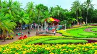 peoples walks in Nong Nooch tropical garden in Thailand ...