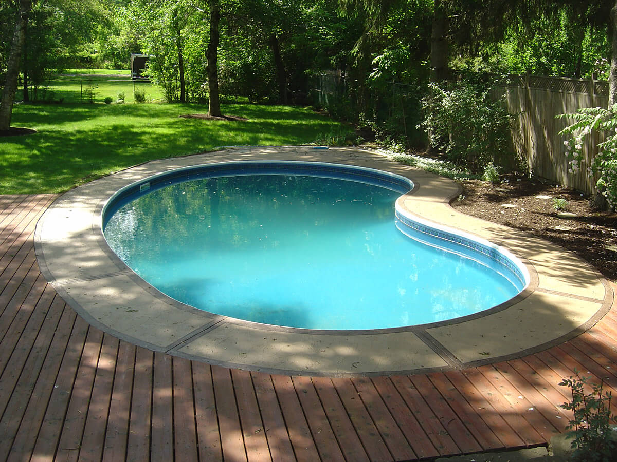 Brick And Stucco House Pool Deck Resurfacing And Restoration - Oakville, Ontario