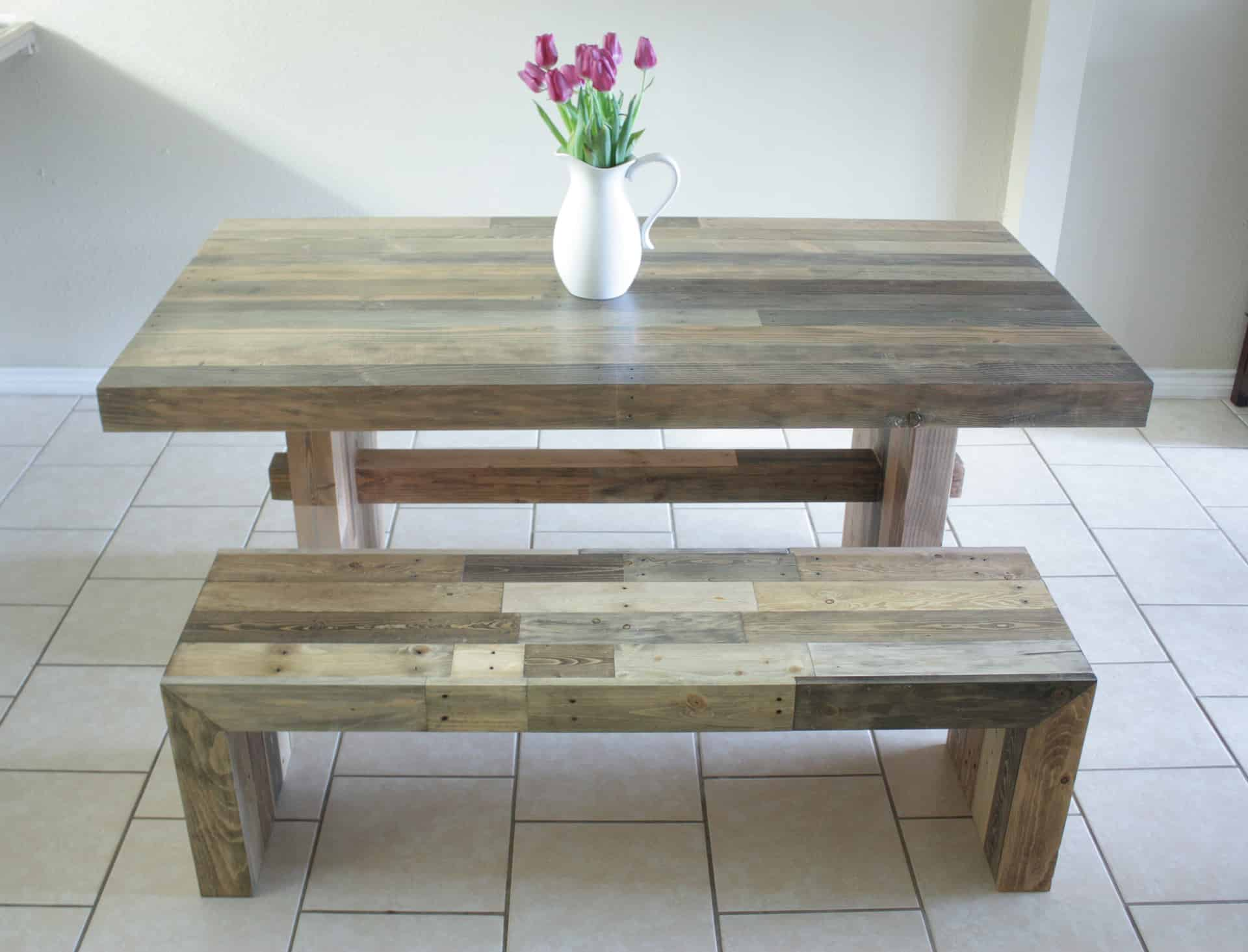 Can You Believe That This Bench Was Not Made Using Pallets? Build It Craft  It Love It Also Has The Tutorial To Get That Look HERE!