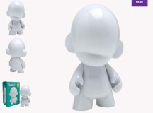 Kidrobot Goes Do-It-Yourself With MUNNYWORLD