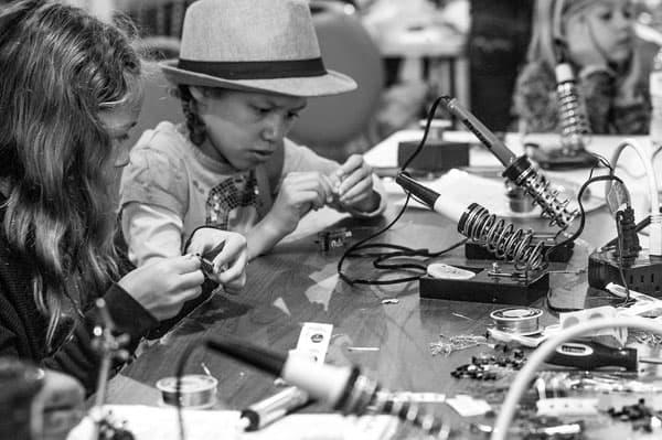 girls-soldering