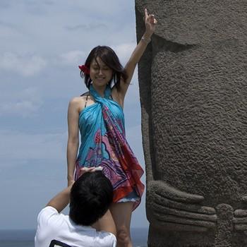 Pouvoir estival des Japonaises sur les statues