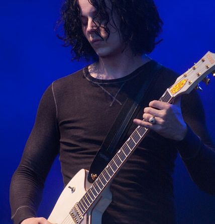 Jack White by Scott Penner from Ottawa, Canada (The Dead Weather @ Ottawa Bluesfest2009), via Wikimedia Commons