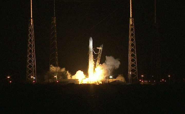 Though the flash of the failed engine was dramatic, Falcon 9 successfully launched Dragon towards its target. | Photo courtesey NASA