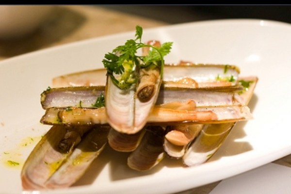 Razor clams with confit fennel and virus grape seed oil | Photo by Joshua Breen