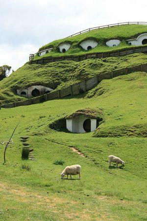 Picturesque hobbit holes: photo courtesy of wikicommons user tara hunt from San Francisco, USA