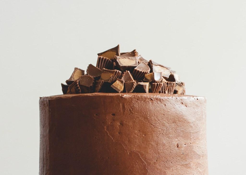 Chocolate Peanut Butter Cup Cake // butterlustblog.com