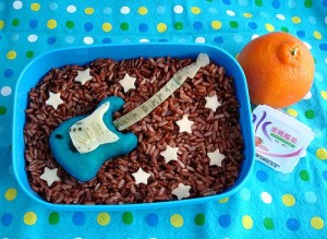 Breakfast of champions: guitar bento (photo by Flickr user Sakurako Kitsa)