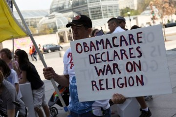 White House looks to satisfy religious groups over Obamacare issues