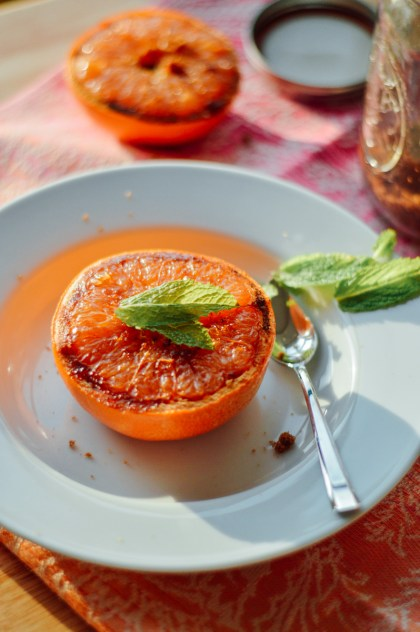 Easy broiled grapefruit recipe to curb those sweet, sugary cravings / bygabriella.co