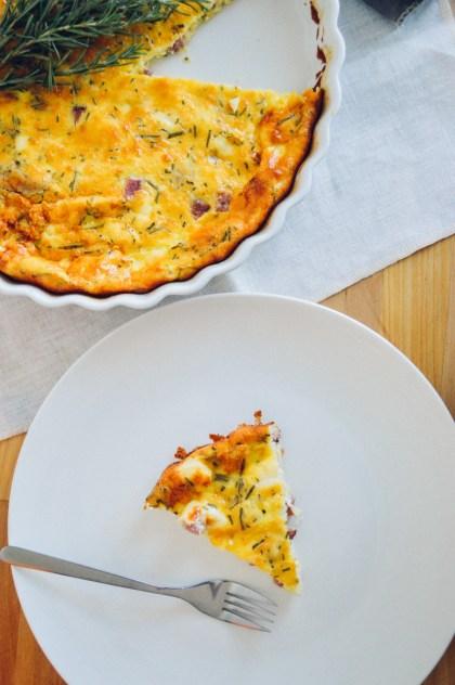Easy Ketogenic Rosemary Quiche recipe with ham / bygabriella.co @gabivalladares