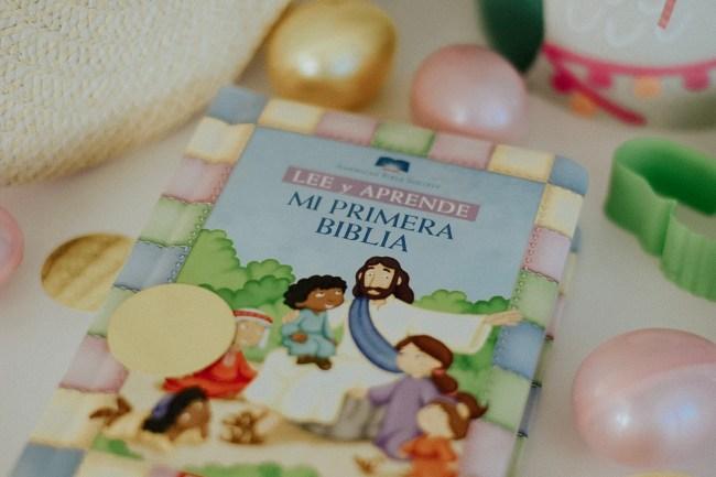 Biblia para ninos en espanol. Easter. What to put in your toddler easter basket. Oh Lola.