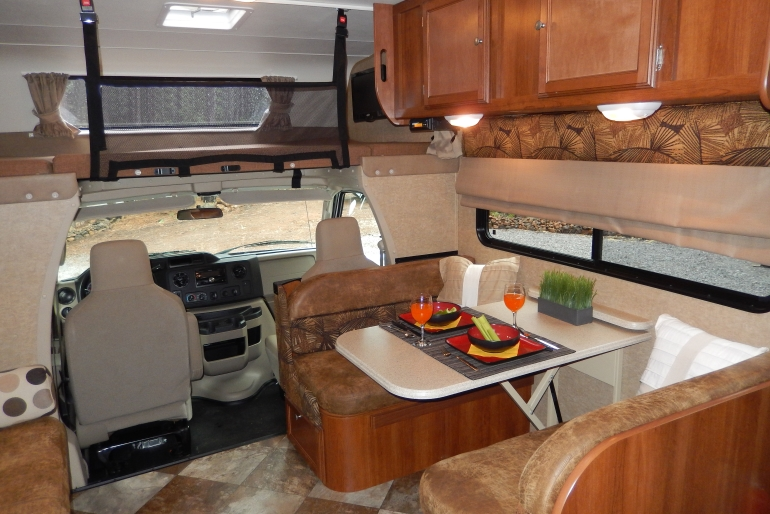 28 30 Ft Class C Motorhome With Slide Out Rv Rental Usa