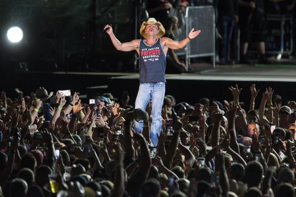 Kenny Chesney asserts his New England connection with Foxborough