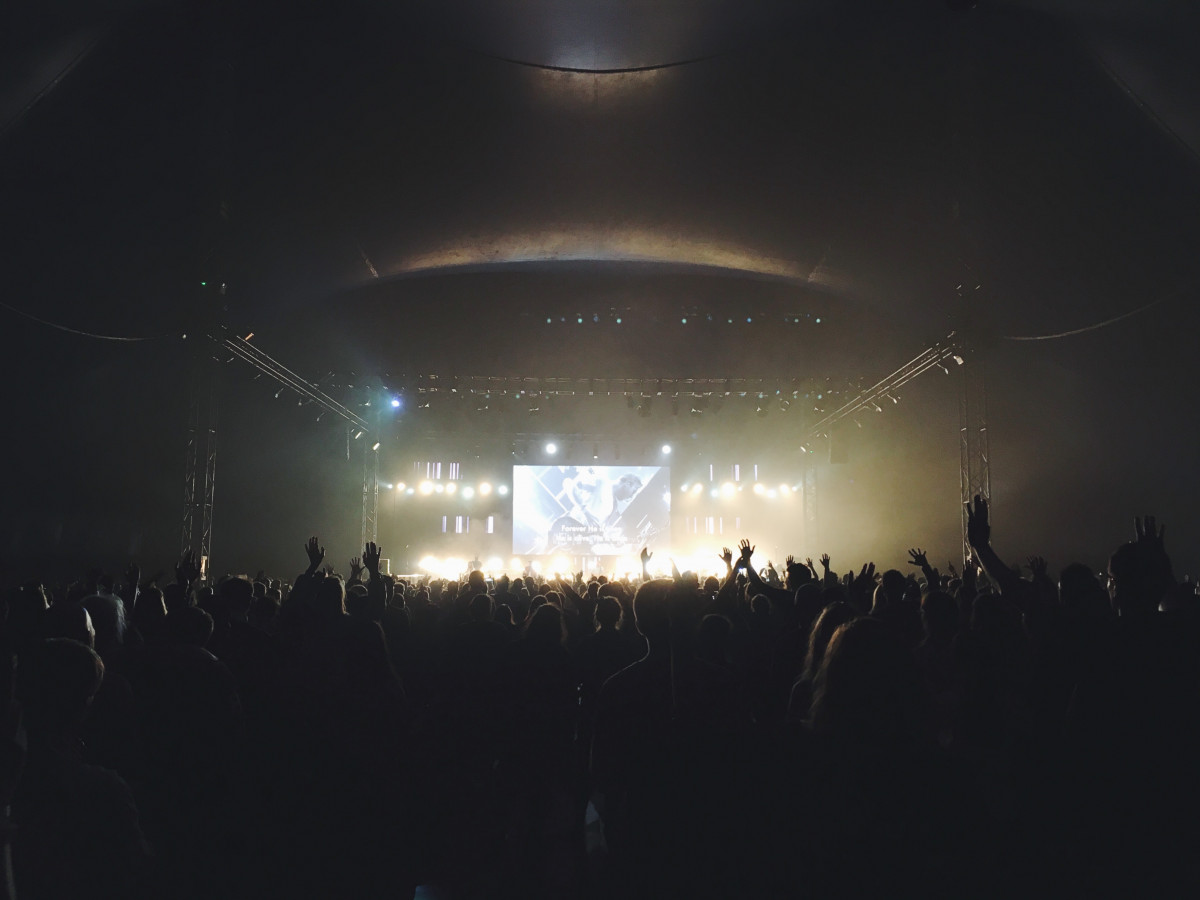 Wallpaper Hd For Mobile Free Download Girl Free Images Music Light Night Crowd Dark Concert