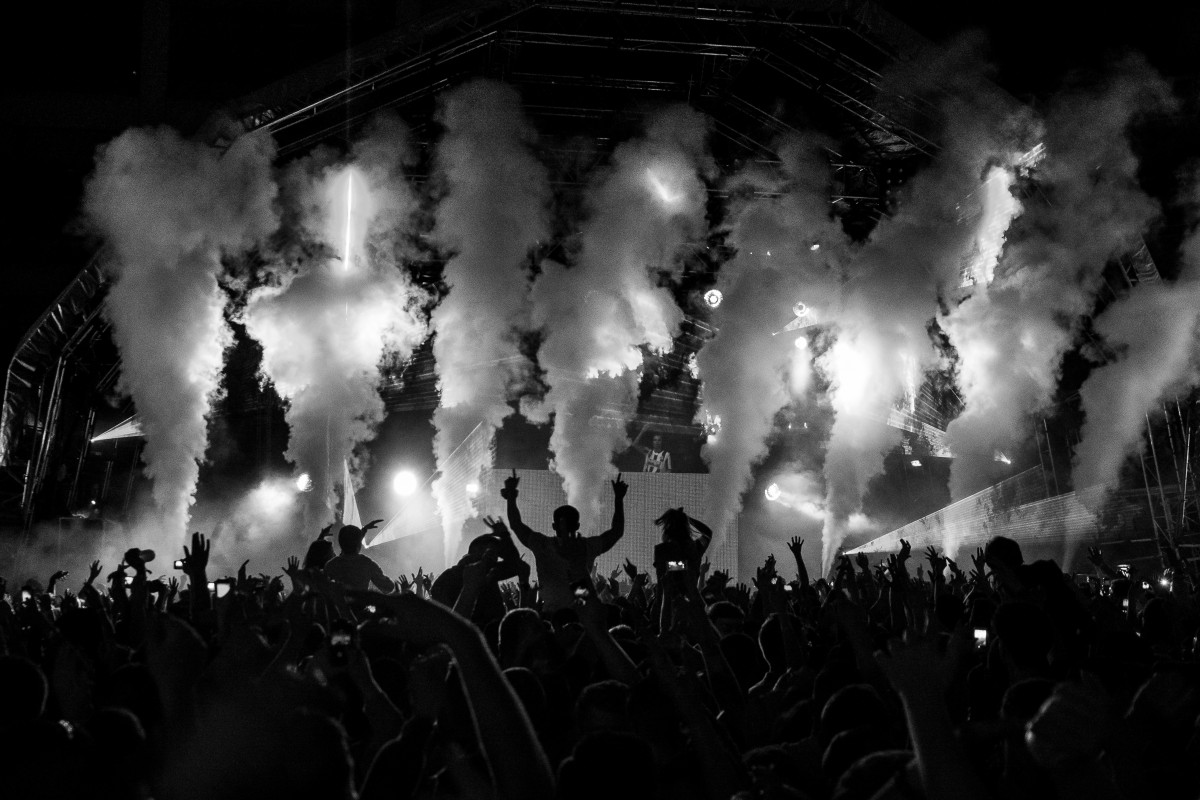 Black Wallpaper Iphone 7 Free Images Black And White Crowd Darkness Stage