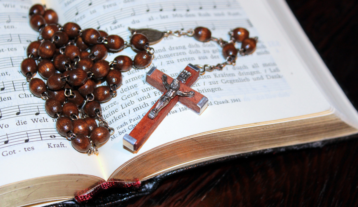 Black And Silver Wallpaper Free Images Wood Chain Cross Christian Bead