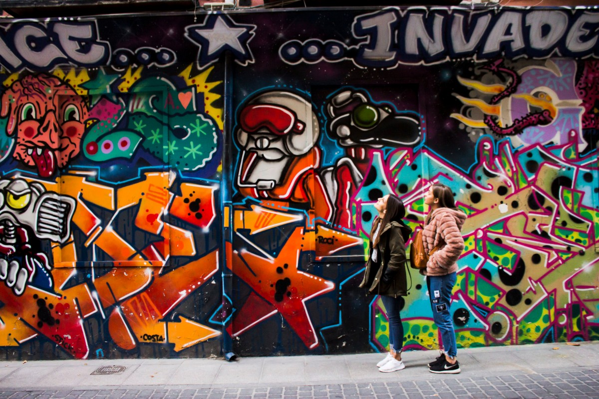 Wallpaper Graffiti Keren 3d Free Images People Graffiti Street Art Mural