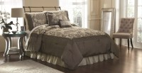 Jaclyn Smith Sanders Comforter Set