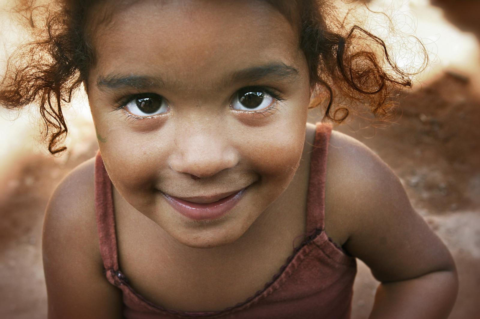 Poor Child Wallpaper Hd Wallpaper Face Model Eyes Children Earth Smiling