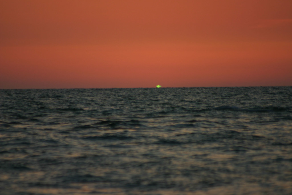 3d Wallpaper Under The Sea Green Flash Sometimes When The Sun Sets Over Water The