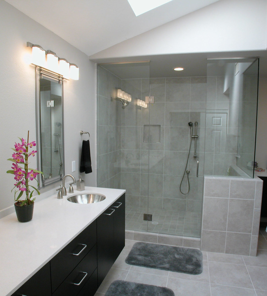 Quadratische Deckenleuchte Master Bath | Before The Total Remodel Of This Home, The