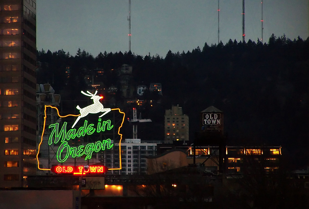 3d Wallpaper City View Rudolph The White Stag Reindeer The Icon Of Portland S