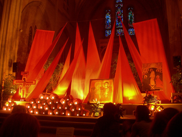 Wallpaper Images 3d Free Taiz 233 Altar In Montr 233 Al Candles Icons And Cloth Are