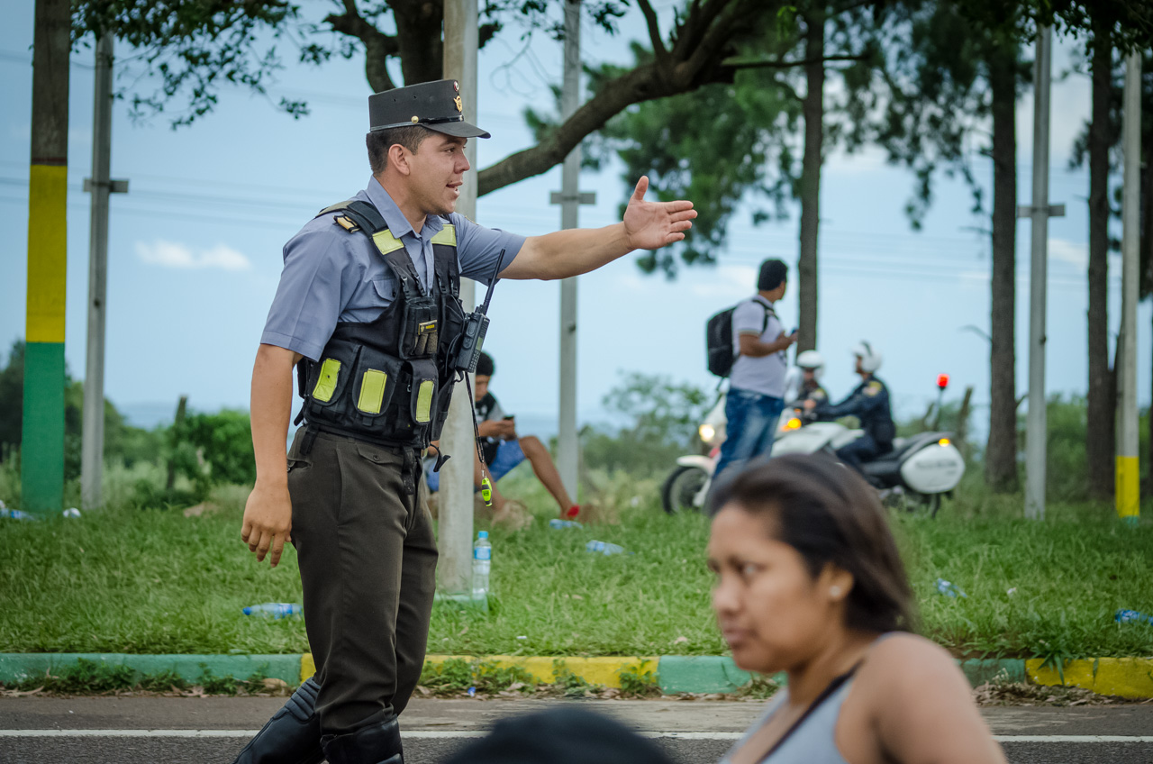 La Patrulla Caminera y la Policía Nacional ejercieron su labor de brindar cobertura, seguridad y orden en el operativo Caacupé 2016. A lo largo de toda la ruta 2 y ramales estuvieron presentes para cuidar la peregrinación. (Elton Núñez).