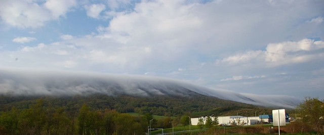 3d Wallpaper Clouds Low Clouds Draping East River Mountain In Bluefield Va