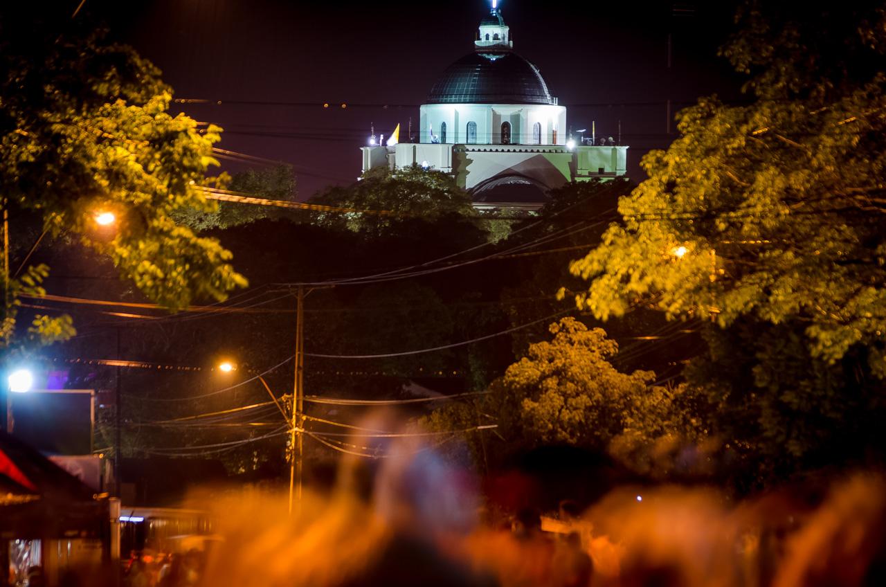Los peregrinantes se alivian al ver a lo lejos la cúpula del la basílica de Caacupé, es la señal de que están por llegar a la meta tan deseada. (Elton Núñez).