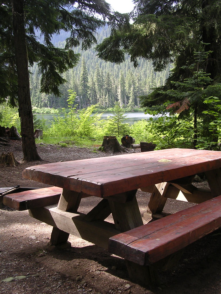 Table Of 4 Owhi Campground | A Picnic Table Invites Campers At The