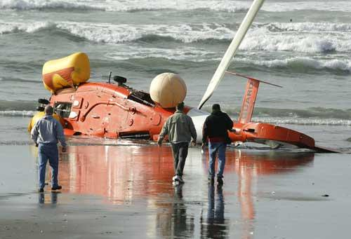 Electric Wallpaper 3d Two Die Helicopter Crashes Into The Water In Boat Rescue
