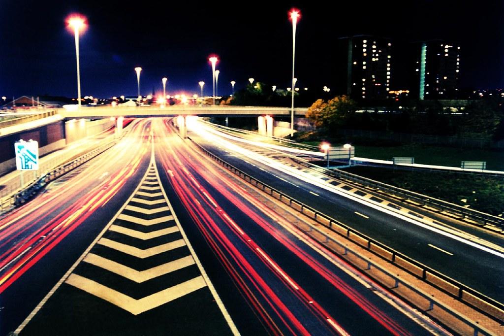 Wallpaper Iphone Hd Keren Leeds At Night Long Exposure Shot Of Traffic Along The
