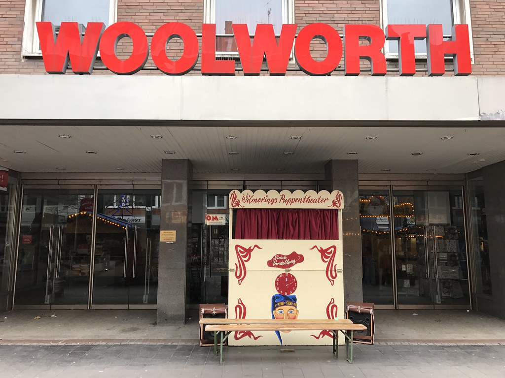 Puppentheater Düsseldorf Closed Woolworth Dusseldorf Ian Drake Flickr