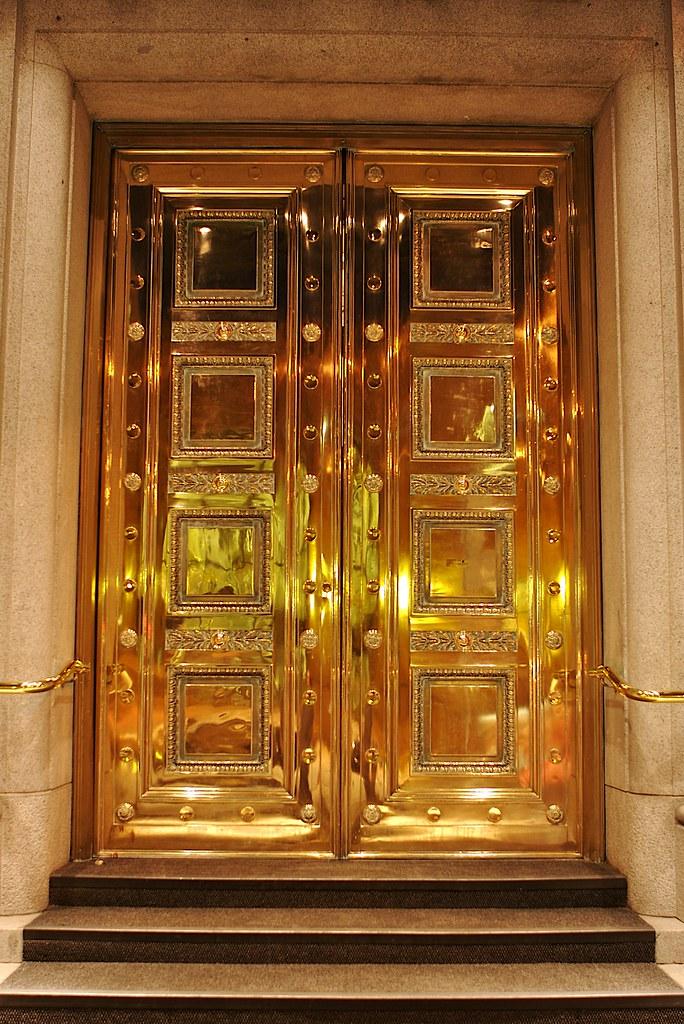 3d Room Wallpaper Gold Door Vandigicam Photowalk In Gastown At Night
