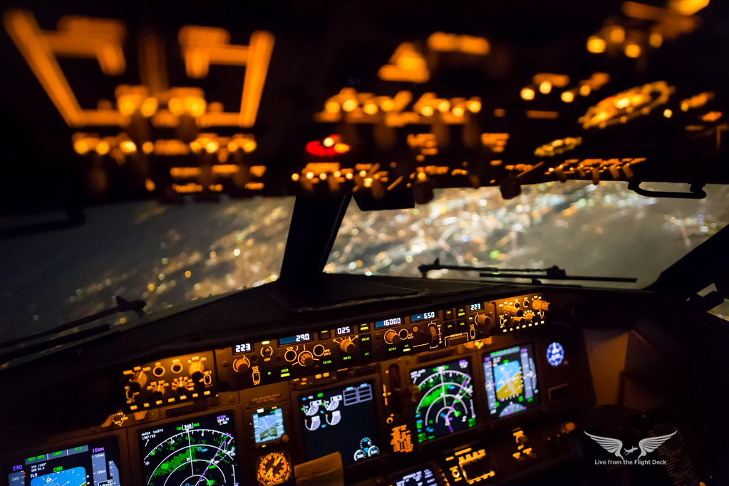 Night View Hd Wallpaper Boeing 737ng Cockpit Over London Canon 6d Samyang