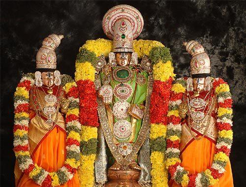 Sri Venkateswara Swamy Hd Wallpapers Lord Venkateswara Along With Goddesses Sri Lakshmi And Sri