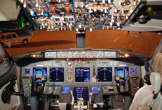 3d Wallpaper On Love Delta Air Lines Boeing 737 832 N3745b Cockpit Flickr
