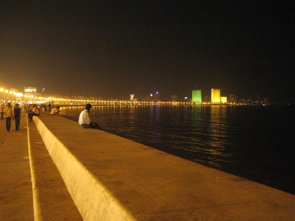 New 3d Wallpaper Marine Drive Mumbai The Hilton Towers And Oberoi Hotel