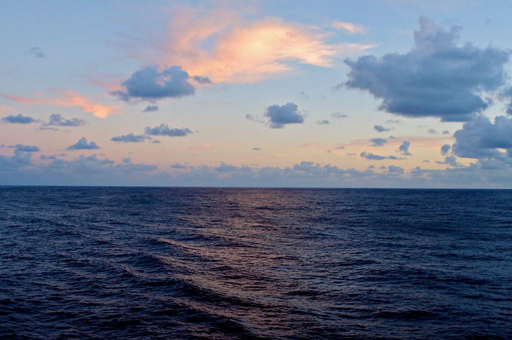 Sunrise 3d Wallpaper The Calm Ocean Sun Setting On The Pacific Star Cruise