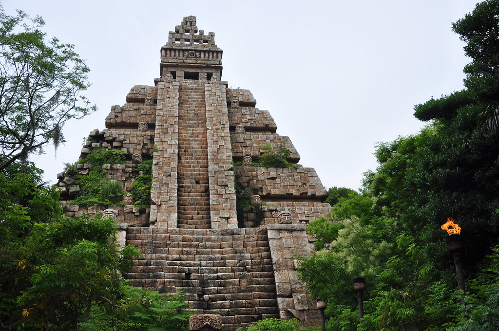 3d Pyramid Wallpaper Aztec Pyramid Houses The Indiana Jones Adventure Temple
