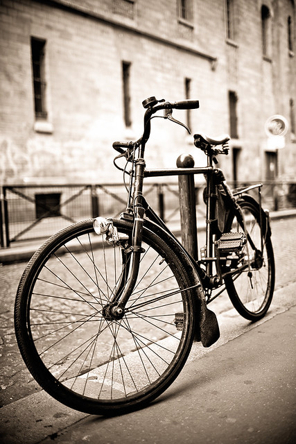 New 3d Wallpaper For Mobile Vintage Bicycle Paris Street Waiting For Its Owner To