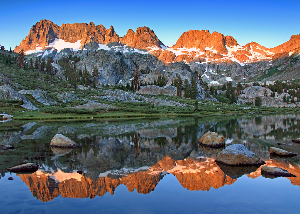 Early Fall Hd Wallpaper Sunrise At Ediza Lake First Sunlight On The Minarets