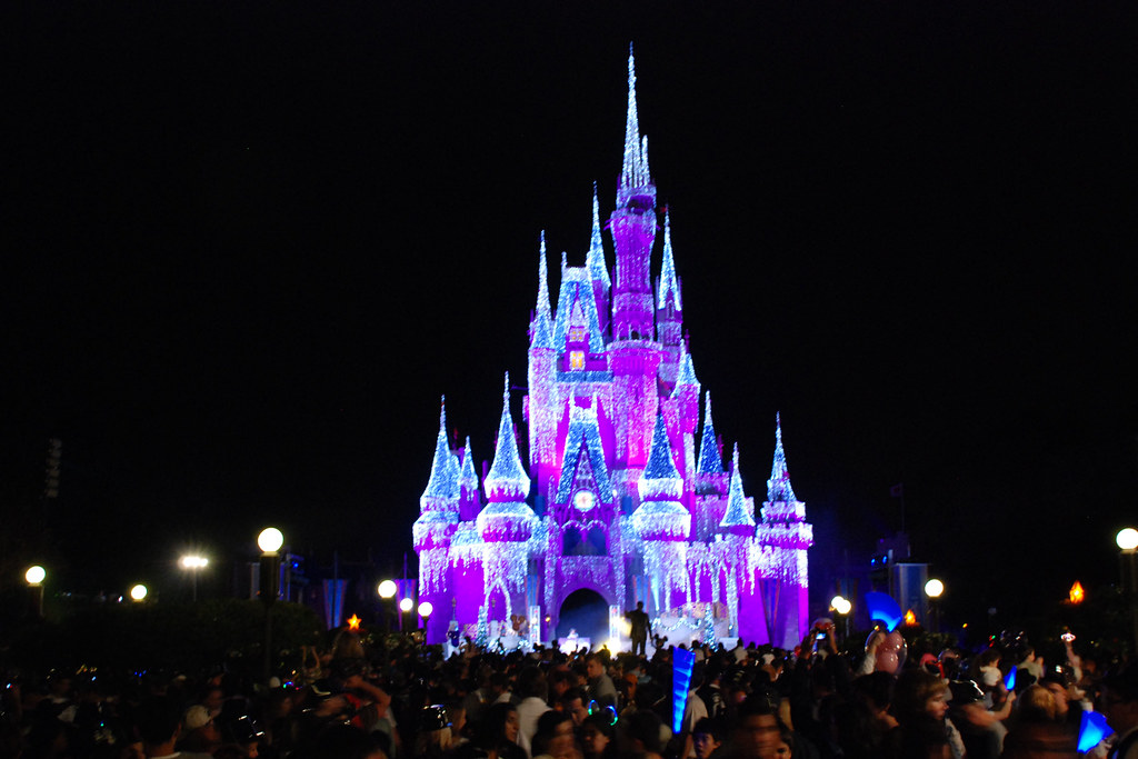 Disney Princess 3d Wallpapers Glowing Castle Shot Of The Castle At Magic Kingdom On