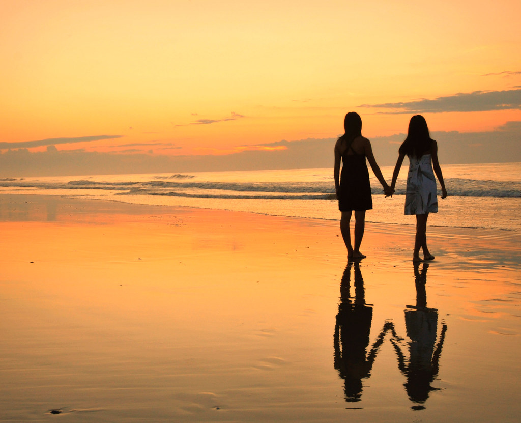Two Cute Friends Wallpaper When Sisters Stand Shoulder To Shoulder Who Stands A Chan