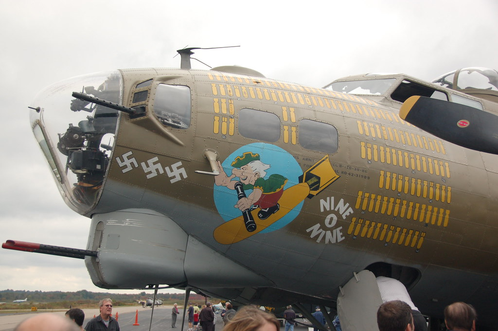 Ww2 Pin Up Girl Wallpaper Port Left Nose Of The B 17 With Quot Nine O Nine Quot Bomber Pai