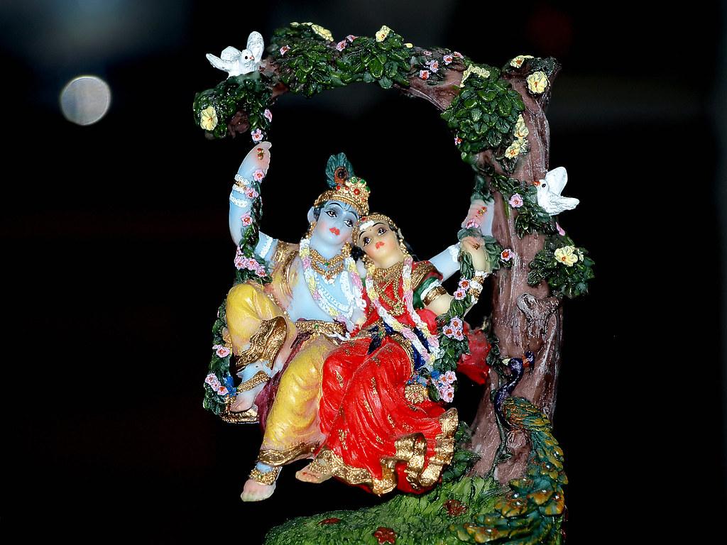 Lord Krishna With Gopis 3d Wallpaper Sri Sri Radha Krishna Swing Passtime Jhulana Lila