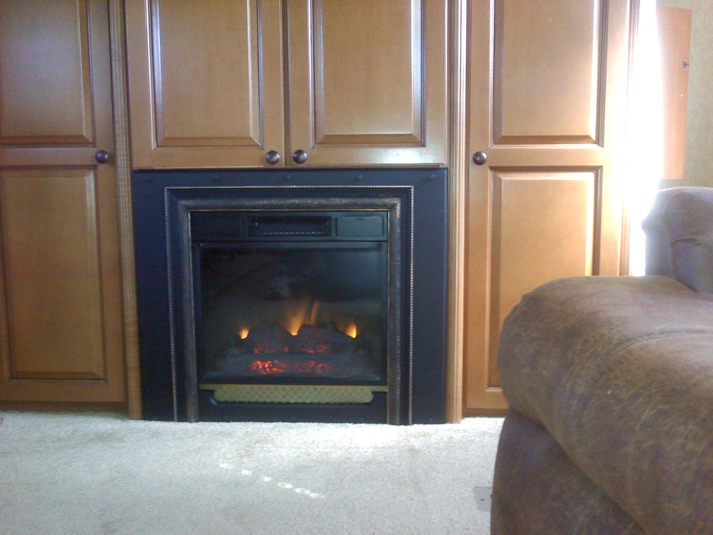 Plug In Electric Fireplaces Classic Flame 18